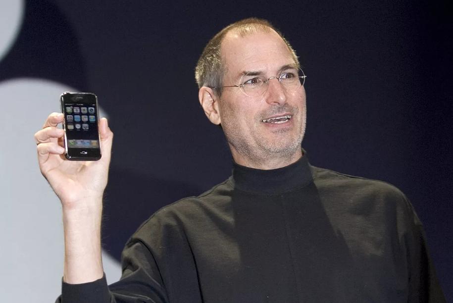 Apple于2007年6月29日发售了第一款智能手机iPhone采用的是2GCellular network标准,被称为iPhone 2G