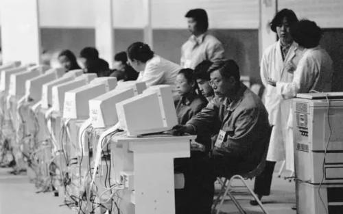 1994年4月20日,中国正式接入国际互联网