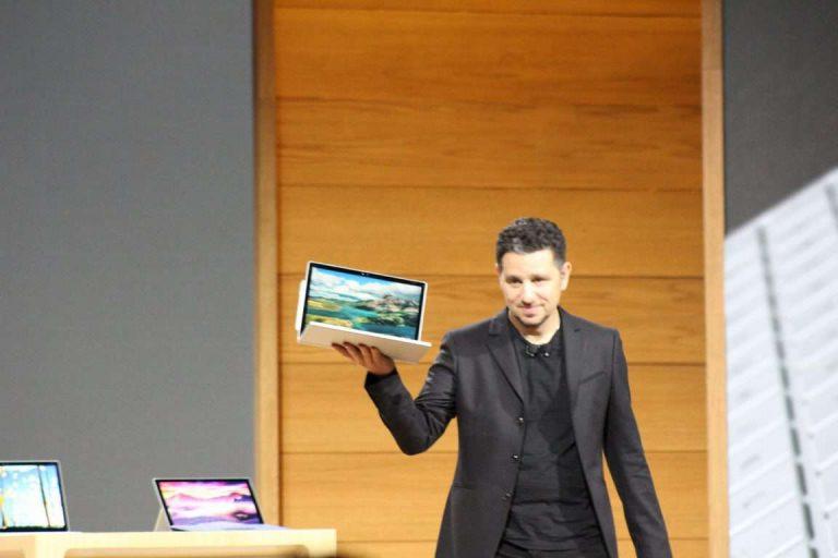 Microsoft确认影响某些Surface Book 3设备的随机黑屏问题