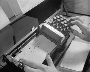 Herman Hollerith于1890年开发了一种机器记录和存储信息的方法--穿孔卡(punch cards)