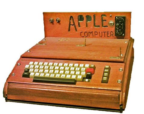 1976年推出的Apple I和SOL-20是第一批内置视频输出端口的计算机