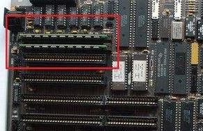 wang Laboratories于1983年发明了单内联存储模块(SIMM)