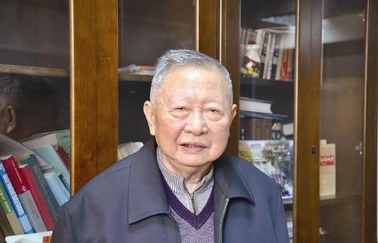 1961年,由徐家福、杨芙清等人撰写的《程序设计》问世