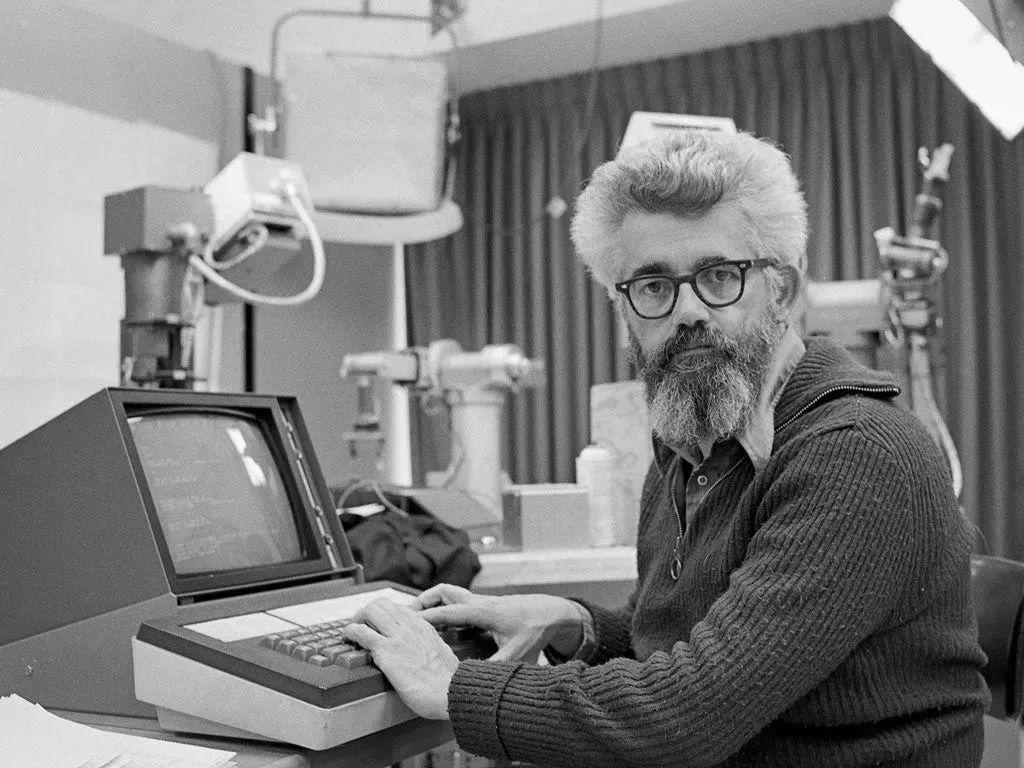 """1955年约翰·麦卡锡第一次提出了""""Utility Computing""""的概念"""