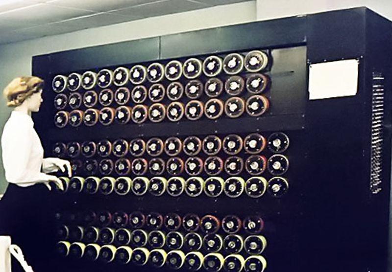 """1939年图灵最早提出了关于密码破译 计算机""""Bombe""""的思路"""