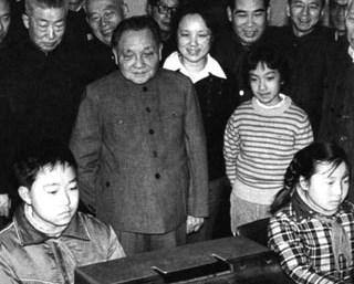 """1984年2月16日,邓小平提出,""""计算机的普及要从娃娃做起"""""""