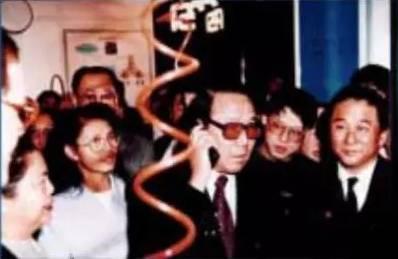 1994年,吴基传用诺基亚2110,打通了中国历史上第一个GSM电话