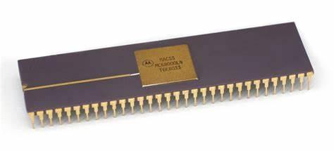 1979年,摩托罗拉推出处理器——MC68000,应用于果公司第一代Mac电脑
