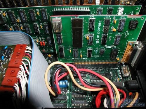 1981年,IBM推出了最早的2d图形加速卡,装在IBM5150上的MDA和CGA