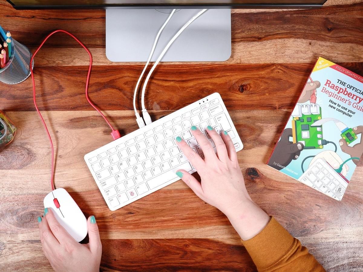 2020年11月3日,树莓派 400 发布,键盘内置主机,藏在键盘中电脑