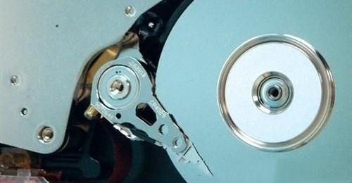 1979年,IBM发明了薄膜磁头技术,硬盘读写速度更快