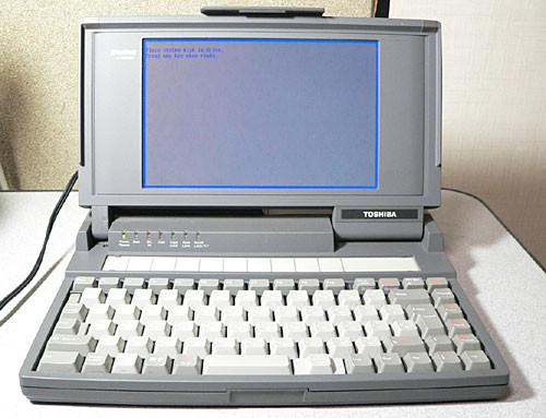 1985年,世界上第一台真正意义上的笔记本电脑T1100诞生